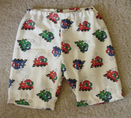 Baby pyjama shorts with trains
