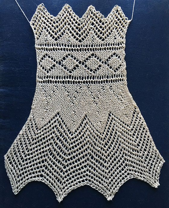 Lace knit collar with eyelet diamonds and deep lace points
