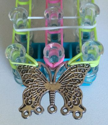 How to add a centre charm to a rainbow loom bracelet 3