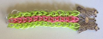 How to add a centre charm to a rainbow loom bracelet 5