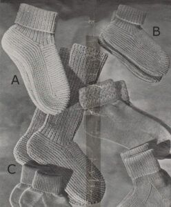 Lady's and child's bed socks from 1948. Free knitting pattern.