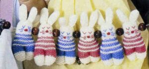 Knitted bunny rabbits from 1981. Free knitting pattern.