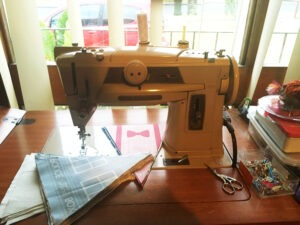 Vintage Singer 401G sewing machine
