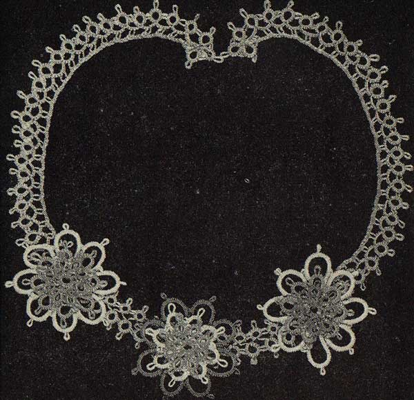 Tatted necklace for the early 1930's (pattern available for free download)