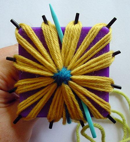 Beginning the round of chain stitch