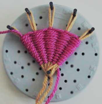 Making a fan on a flower loom