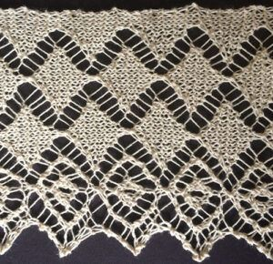 Wide knitted lace with diamond design