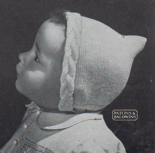 Free knitting pattern for a baby's hood with cabled edging