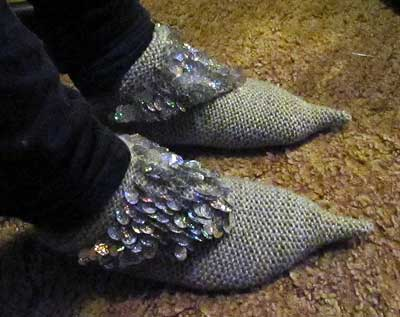 Knit harem slippers with spangles