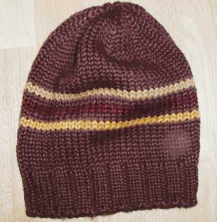 Knitted beanie from a free knitting pattern