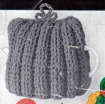 square crochet teacozy with ribbed stitch pattern