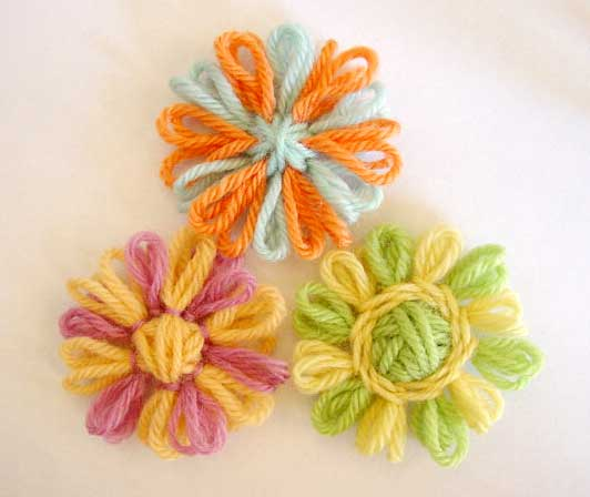 Loomed flowers with two color petals