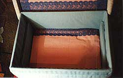 the lining and tray supports of the upholstered sewig box