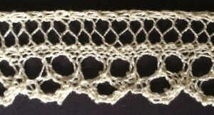 Knitted lace with narrow loop edging
