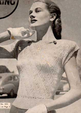1940s short sleeve top with lace patterning