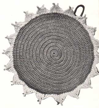 round potholder with pointed edging