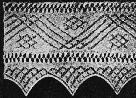 A wide knitted lave with zig-zag and diamond patterning from 1925.
